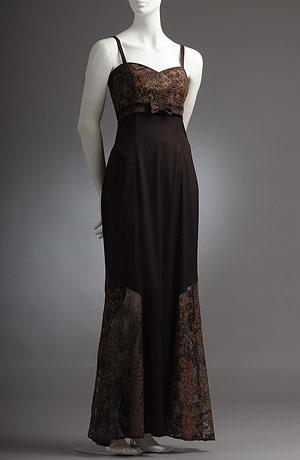 Dlouhé společenské šaty s tulipánovou sukní a krajkou.