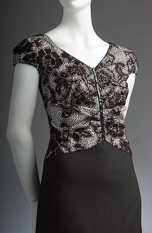 Dlouhé černobílé šaty s rukávky