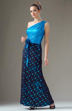 Dlouhé elastické šaty na jedno rameno s potiskem čtverečků.