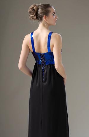 Exkluzivní šaty s nařaseným živůtkem do ozdobných ramínek.