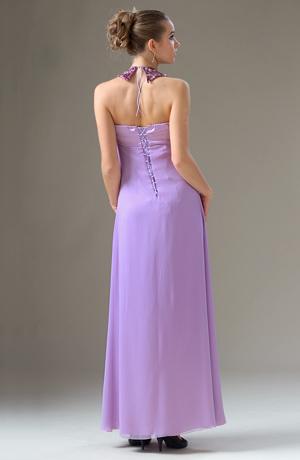 Šaty s ozdobným obojkem a řaseným sedlem