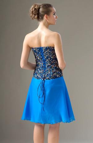 Krátké šaty s korzetovým živůtkem s pošitýma kolečkama.