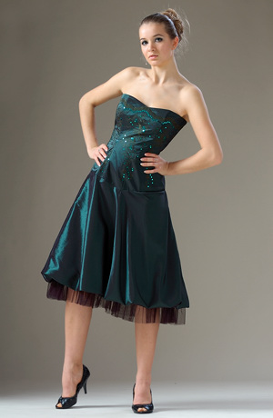 Elegantní korzetové šaty s balónovou sukní s kanýrem.