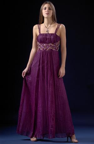Luxusní řasené společenské šaty s velkým ozdobným pasem.