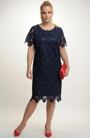 Společenské luxusní šaty z krajky vhodné pro plnější postavy