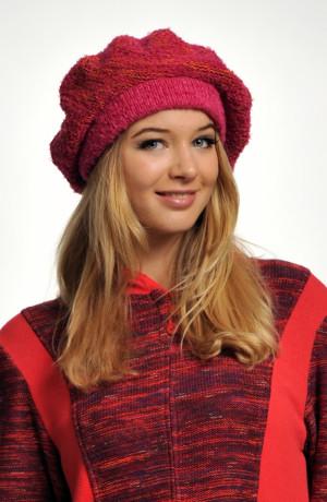 Pletená baretka z červeného melíru
