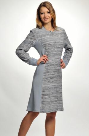 Pletené šaty se zeštíhlujícím střihem