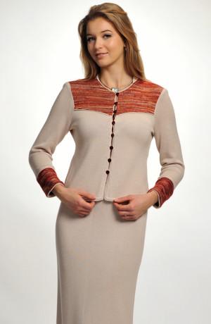 Elegantní dámský pletený kostýmek v přírodní barvě kombinovaný s melírem