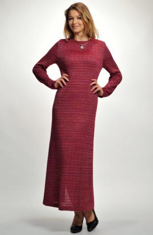Dlouhé pletené šaty z plastické pleteniny