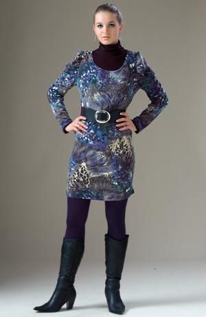 Šatová tunika s nabranými rukávy se zvířecím vzorem.