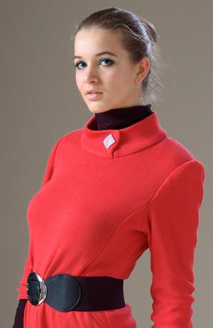 Dámské tunikové šaty s mírně nabíranými rukávy.