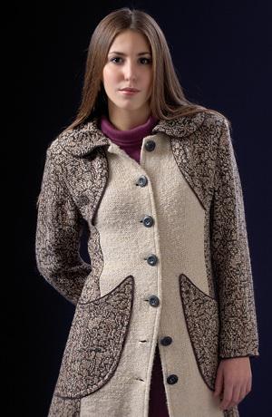 Luxusní dámský pletený kabát kombinovaný s vlněnou látkou.