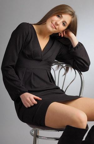 Pleteninové šaty s balónkovými rukávky
