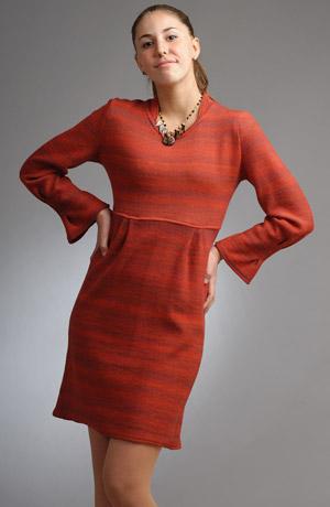 Melírované vlněné pletené šaty s náběry na rukávech.
