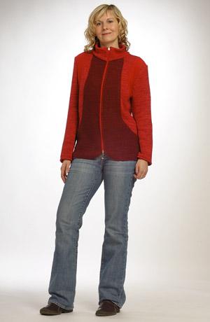 Kombinovaný pletážový kabátek se stojáčkem na zip.