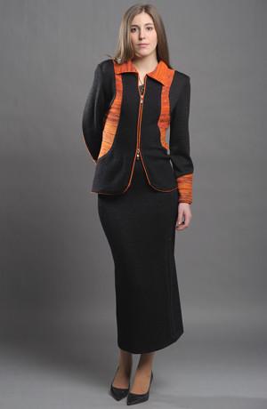 Dámský pletený kabátek na zip s dlouhou pletenou sukní.