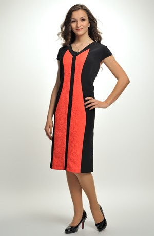Pleteninové šaty se zeštíhlujícím střihem