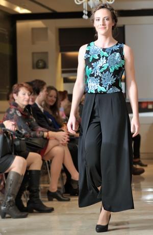 Společenský kalhotový komplet se sukní