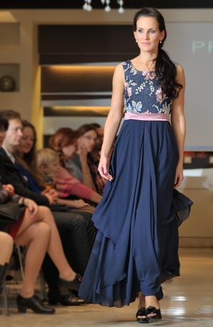 Modelové společenské šaty na ples