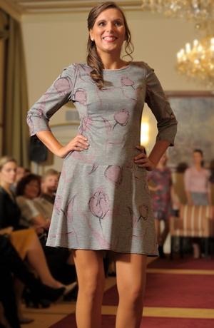 Dámské módní šaty do práce i do společnosti