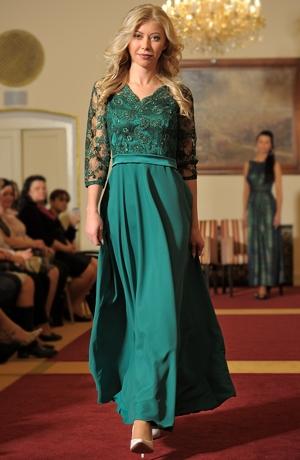 Elegantní zelené dámské šaty s krajkou