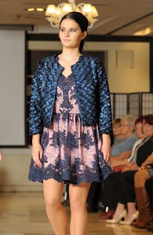 Společenské šaty do sedýlka