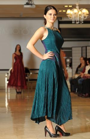 Dívčí plesové šaty na maturitní ples