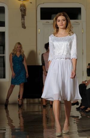 Svatební halenka s bohatou sukní z řaseného šifónu