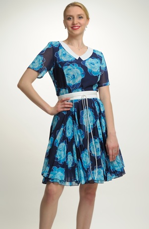Krátké společenské dívčí šaty vhodné i pro velikost XXL