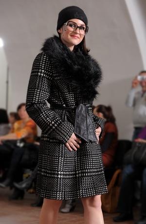 Dámský luxusní kabát se vzorem kára