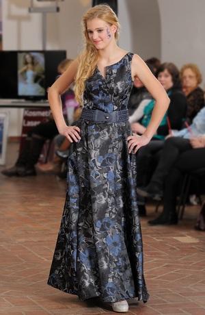 Luxusní dlouhé plesové šaty v retro stylu. Vel. 38, 40
