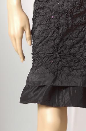 Dámské šaty z gumičkovaného taftu s volánem a s flitry
