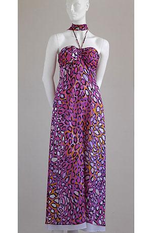 Letní společenské šaty s řasením na prsou se zajímavým grafickým vzorem z jemného hedvábného šifonu.Přehlídkový model.