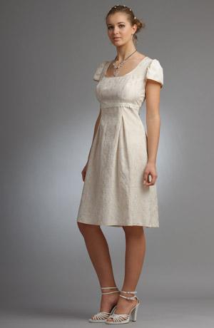 Mladistvé empírové minišaty s rukávky a řasenou sukní.