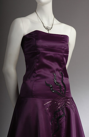 Fialové šaty na ramínka vhodné i do tanečních