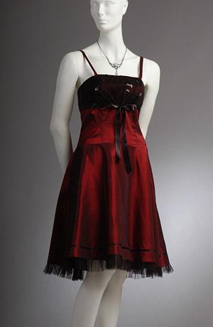 Vinové šaty na ramínka vhodné i do tanečních