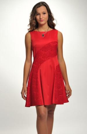 Dívčí červené šaty do tanečních s krajkou