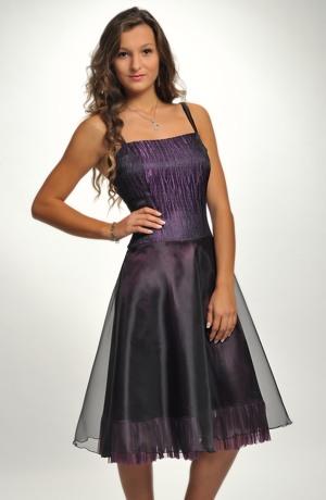 Šaty s bohatou sukní z nadýchané organzy