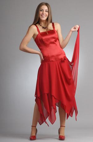 Dámské efektní šaty na latinské tance se zajímavým střihem.