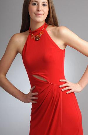 Elegantní plesové šaty zavinovací sukni a řasením.