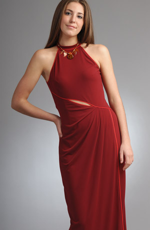 Elegantní plesové šaty mají sukni se zajímavým řasením.