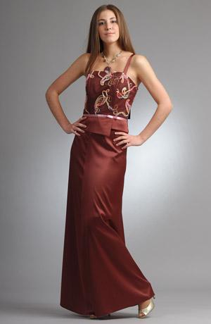 Velmi elegantní korzetový komplet s dlouhou sukní z tylu.