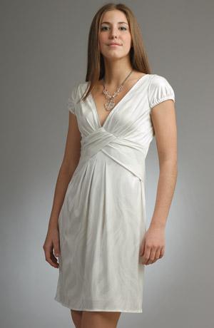Bílé společenské šaty vhodné i do tanečních