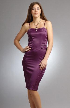 levné koktejlové šaty, dámské sexy minišaty v módní fialové barvě. pouze ve vel. 42