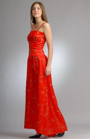 Taftové šaty se zvýrazněným pasem korzetového střihu.