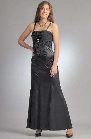 Elegantní společenské šaty v tulipánové siluetě s řasením na sedle.