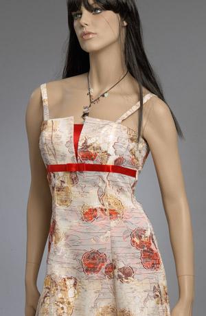 Květované letní šaty vhodné i do tanečních kurzů.