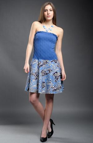 Modrobílé letní šaty s kolovou sukní