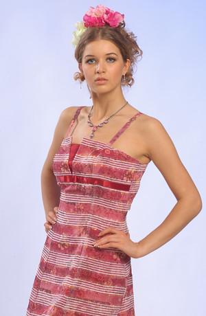 Proužkované letní šaty vhodné i do tanečních