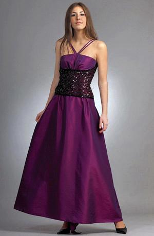 Plesové šaty korzetového střihu mají sedýlko s aranžovanými náběry.Pas a záda u korzetu jsou pošity černými a stříbrnými flitry.Bohatá kolová sukně je z taftu.